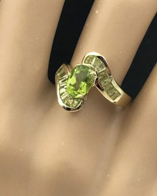Peridot 10KP Yellow Gold Vintage Ring Oval Green Gemstone