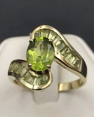 Peridot 10KP Yellow Gold Vintage Ring Oval Green Gemstone – Size 6.75 – 10K Unknown Designer Mark