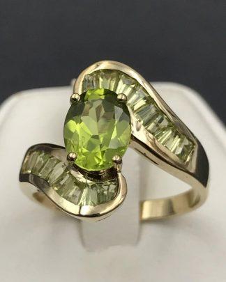 Peridot 10KP Yellow Gold Vintage Ring Oval Green Gemstone