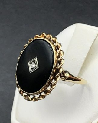 Beautiful Vintage Yellow Gold 14K Black ONYX Diamond Ring