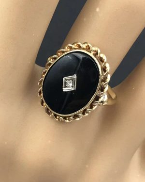 Beautiful Vintage Yellow Gold 10K Black ONYX Diamond Ring Size 7.5
