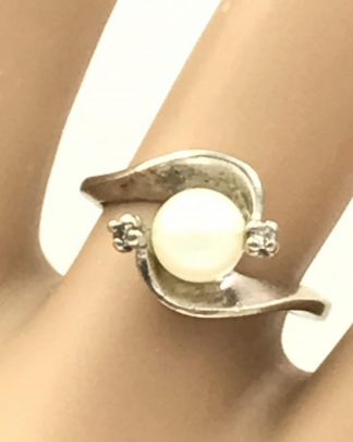 Vintage 12K White Gold Pearl Diamond Ring