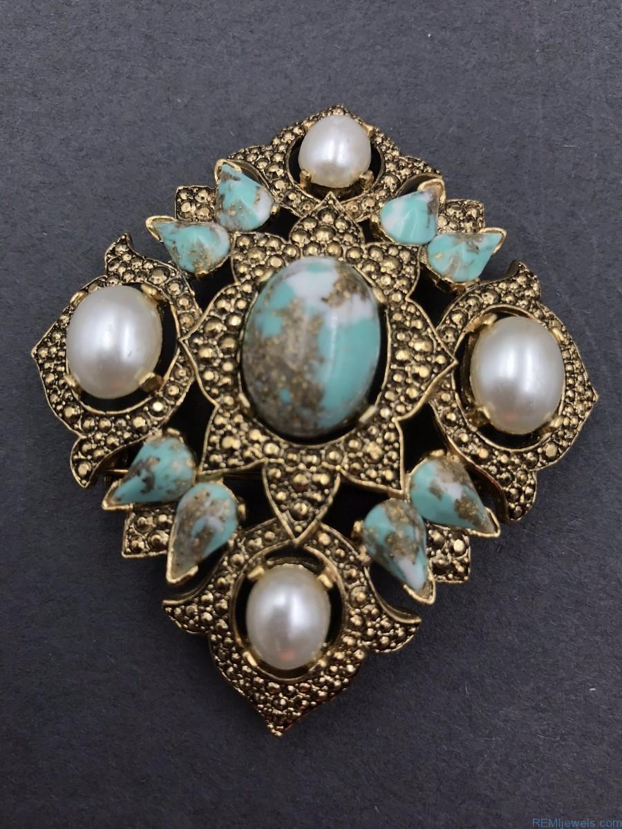 Vintage Gold-tone Brooch Pin Blue Rhinestones Jewelry