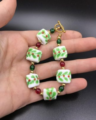 Red Berries Vine Holiday Beaded Bracelet Bead Green Christmas Jewelry