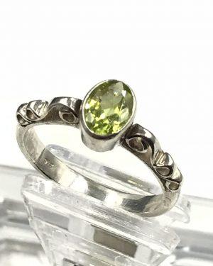 Vintage Sterling Silver Oval Green Emerald Gemstone Filigree Ring Size 7.75 Signed 925
