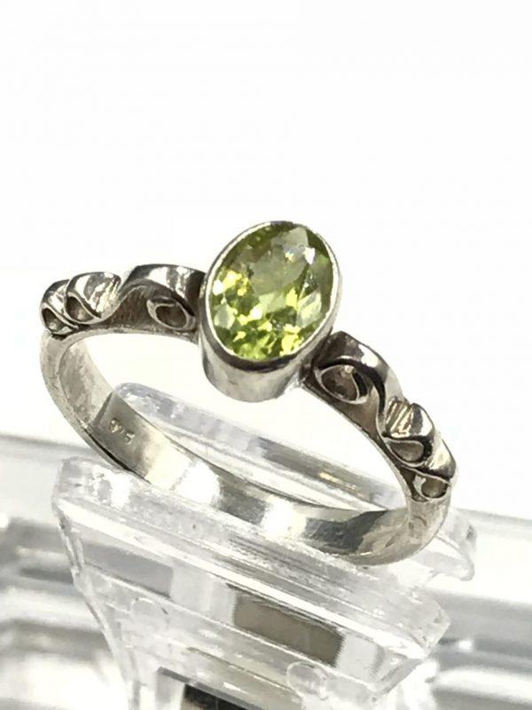 Vintage Sterling Silver Oval Green Emerald Gemstone Filigree Ring Size 7.5 - Signed 925