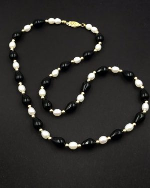 Stunning Creamy White Pearl Black 14K Yellow Gold Bead Necklace 18″