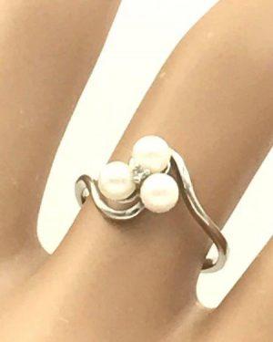 Vintage 10KP White Gold Three Pearl Diamond Cocktail Ring Size 5