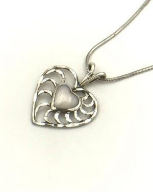 Mother of Pearl Heart Pendant Necklace 18″
